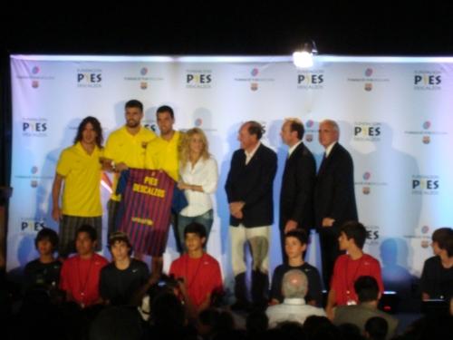 Piqué i Shakira en un acte solidari
